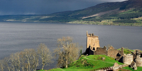 Loch Ness with Urquhart castle. Attribution: Sam Fentress. Licensed under CC licence 2.0 https://creativecommons.org/licenses/by-sa/2.0/deed.en